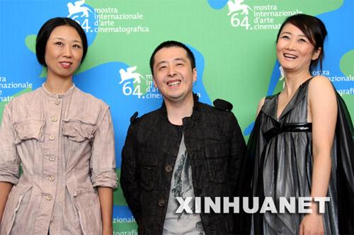 服装设计师马可(左),导演贾樟柯(中)和监制赵涛