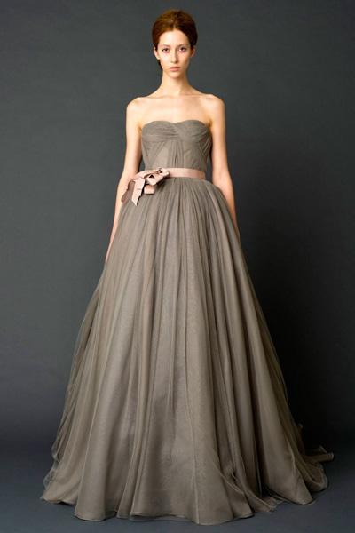 在复古怀旧之风越吹越猛时,这组古典的欧式婚纱,让女人最幸福的那一刻
