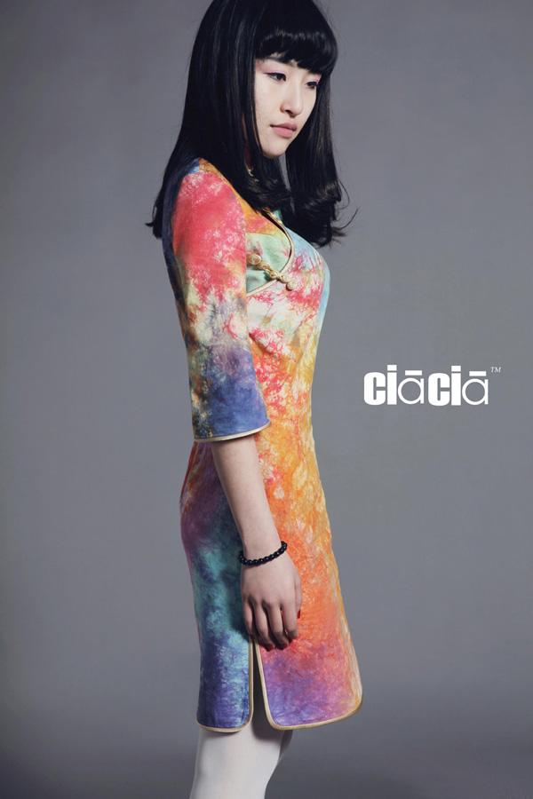 成都妹子扎染技术做旗袍 创自己的旗袍品牌图片