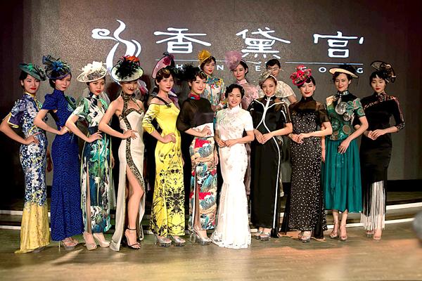 中国首部旗袍诗集《穿旗袍的女人》在京发布
