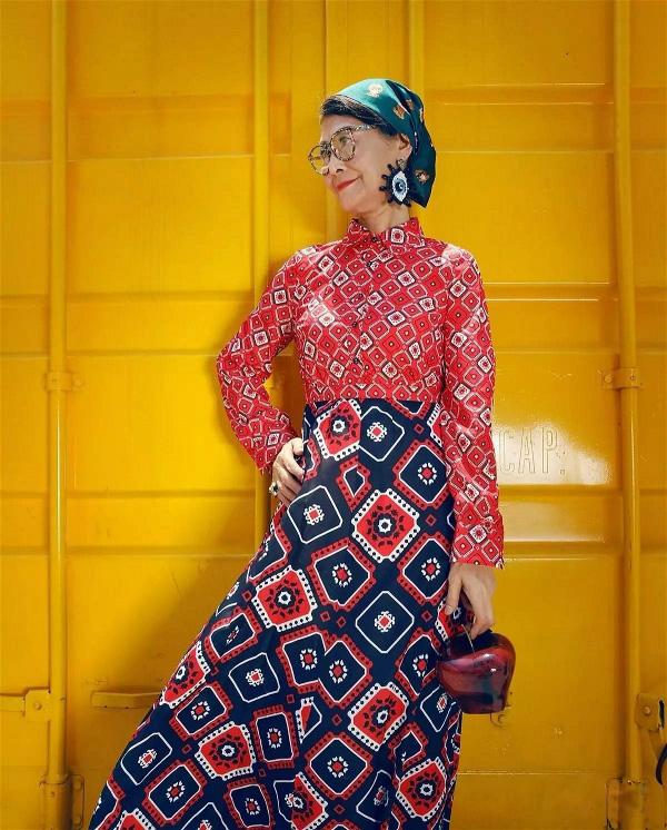 73岁的中国老奶奶穿旗袍、走西藏、骑哈雷,美丽的人生从来与年龄无关!