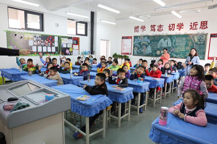 旗袍讲堂走进校园 让孩子们了解旗袍之美