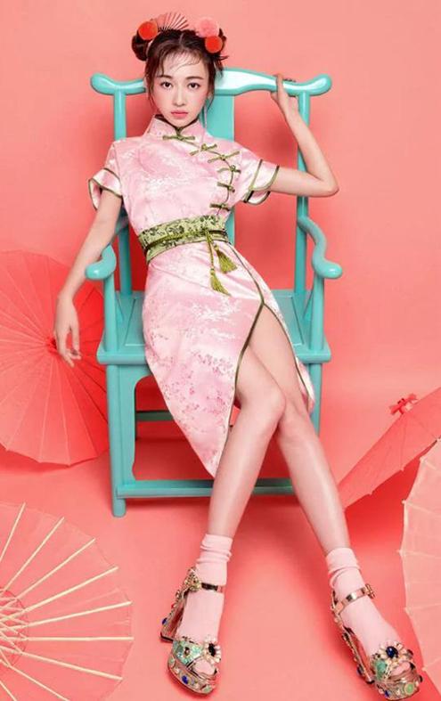 吴谨言国潮造型,粉色旗袍,少女又青春