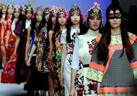 """上海时装周发布""""青春京暖""""中国元素主题秀"""