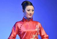 """青岛时装周展会 千件华丽旗袍刮起""""中国风"""""""