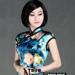 娘子写蓝芙蓉 展现旗袍优雅姿态