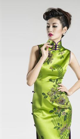 庄容服饰,立足上海,为消费者提供全方位的服装造型艺术,集服装设计,生