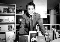 华裔作家裘小龙书写上海故事
