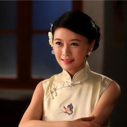 《映山红》 田海蓉旗袍装展现东方美人