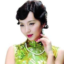 陈好大展旗袍美,一颦一笑甚是迷人,好似民国复古美人!
