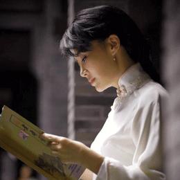 许晴新剧《老中医》上线,旗袍装女人味十足的她尽显窈窕身材