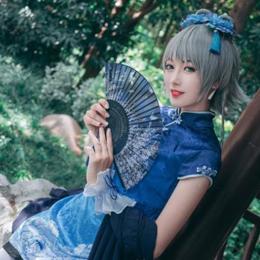 洛天依:古装旗袍cos,S形身材高冷颜值