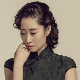 刘敏涛复古扎发配旗袍装,意外穿出高级感